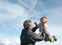 vor dem Erbfall - Großvater mit Kind